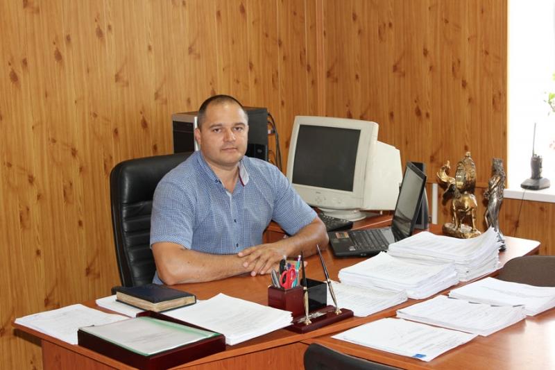 Подполковник Мишеченко В. П. в кабинете