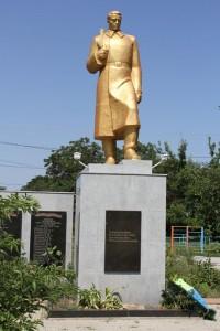 Памятник в селе Усатово защитникам Отечества