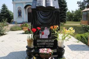 Памятник на месте захоронения отца Василия