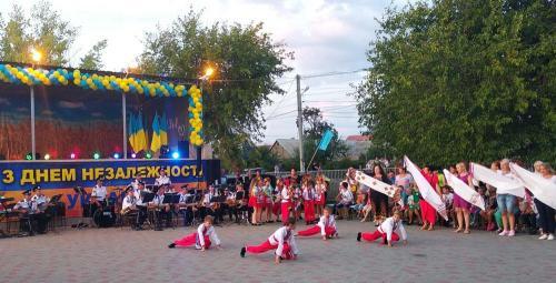 виступ-учнів-Усатівського-НВК (1)